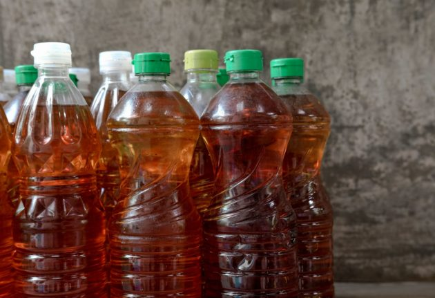 Botellas de aceite para reciclar